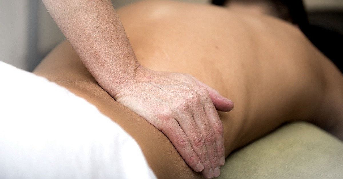 Mal di schiena, come ti aiuta la fisioterapia